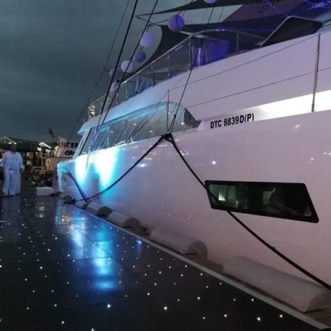 Mirage Catamaran 11